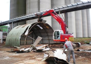 knippen en sorteren van ijzer, industriële sloopwerken